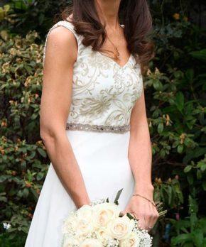 vestido de novia usado de gasa con bordados dorados 4