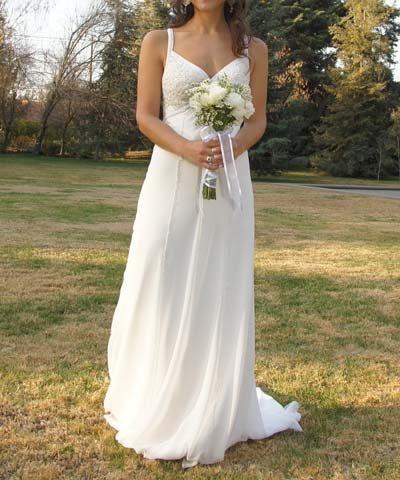 Vestido clasico con escote en v y caida de tela chiffon