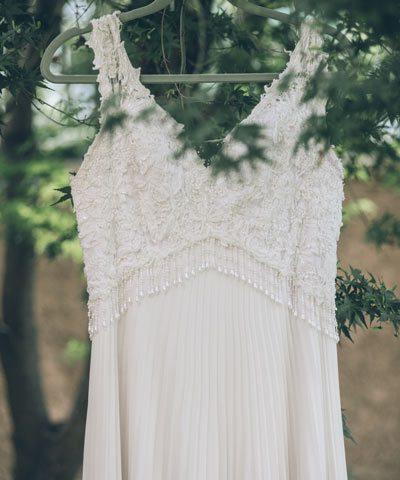 Vestido de novia con encaje arriba y escote en v