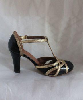 Novia con zapato taco alto