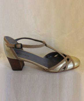 Zapato de novia dorado