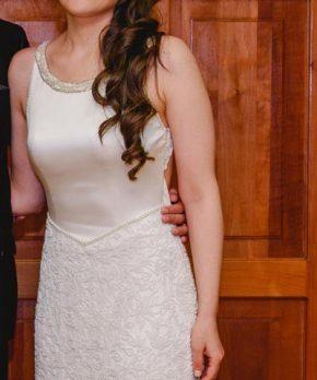 Vestido de novia de seda con escote alto