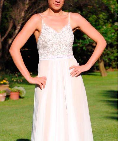Vestido de novia de gasa con forro color piel