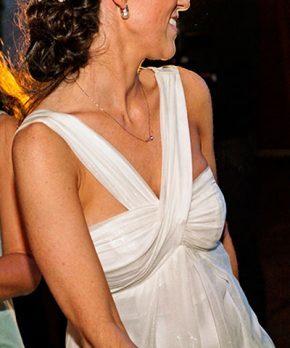 Vestido de novia de seda con cuello simetrico