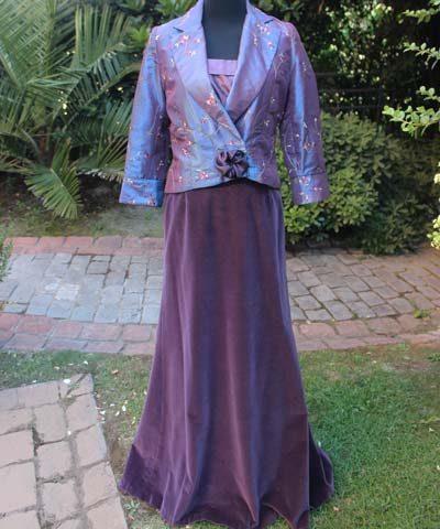 Madrina con vestido de terciopelo y chantung