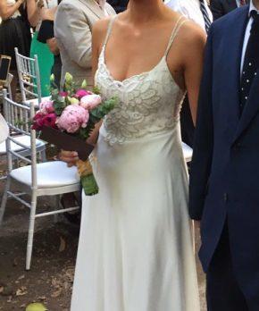 Vestido de novia de gasa de seda con aplicaciones