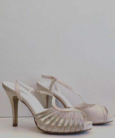 Zapatos de novia con pedreria y taco alto