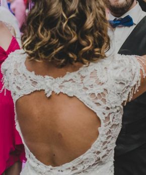 Vestido de novia con espalda circular