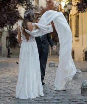 Vestido de novia de gasa con pedreria