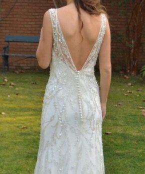 Vestido de novia completamente de tul bordado en pedreria