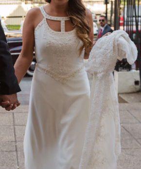 Vestido de novia MLV con bordados en el top y escote original