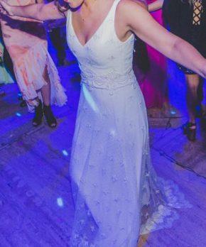 Vestido de novia usado completamente de encaje