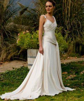 Vestido de novia de piel de angel con corte en la cadera