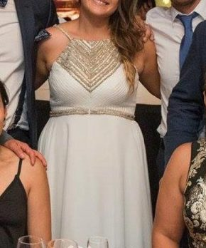 Vestido de novia usado con aplicaciones doradas y escote halter