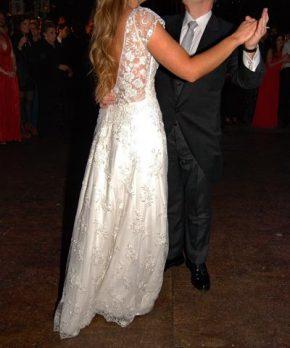 Vestido de novia con espalda de tul bordado y transparencias