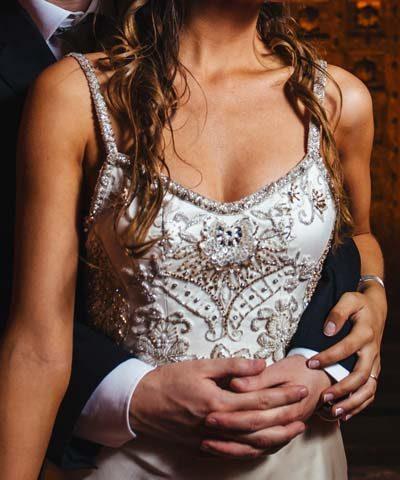 Detalle de pedreria de vestido de novia usado hecho por la Fran Larrain