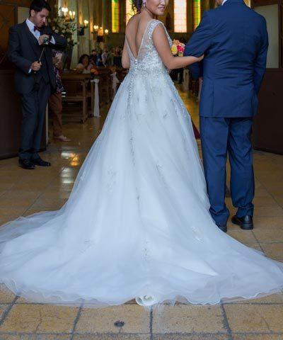Vestido de novia corte princesa con pollera de tul y pedreria