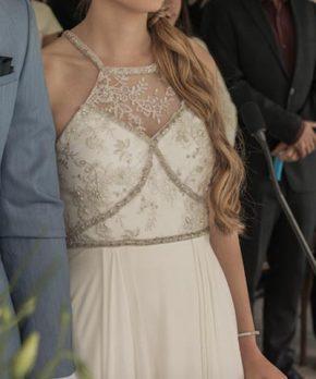 Detalle de top de vestido de novia escote halter con transparencias