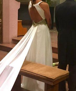 Novia con vestido hecho por Camila Urbina