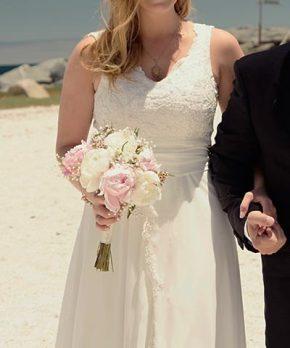 Novia con vestido usado con top de encaje y caida de crepe de seda