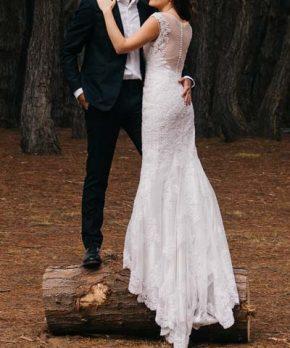 Vestido de novia usado que se ajusta al cuerpo con corte sirena