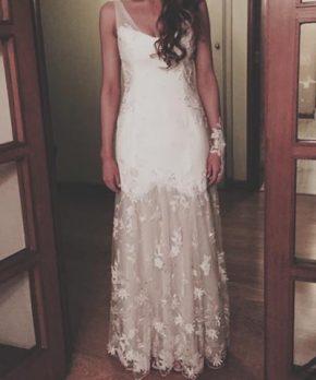Vestido de novia de tul bordado a mano con mostacillas y cristales