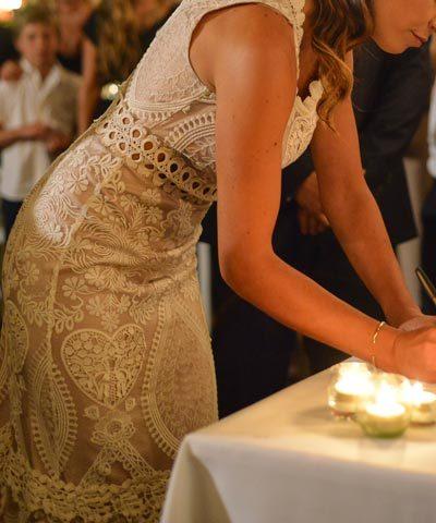 Detalle de vestido de novia estilo hippie chic