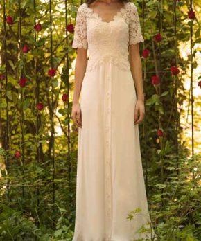 Novia con vestido usado de macrame y crepe georgette con caida recta