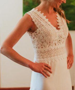 Top de vestido usado de novia con detalles de encaje y corte en la cintura