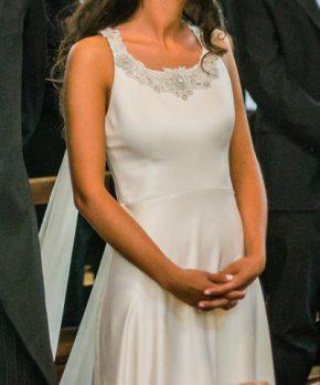 Novia con vestido hecho por Francisca Larrain bordado en el cuello