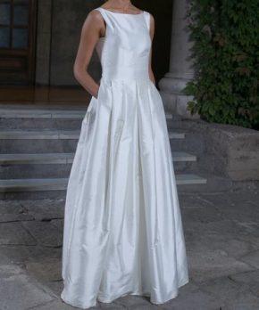Novia con vestido usado de chantung de seda