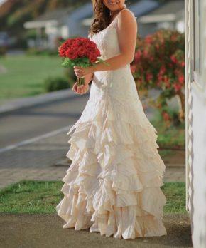 Vestido usado de novia con top de encaje y caida con volumen