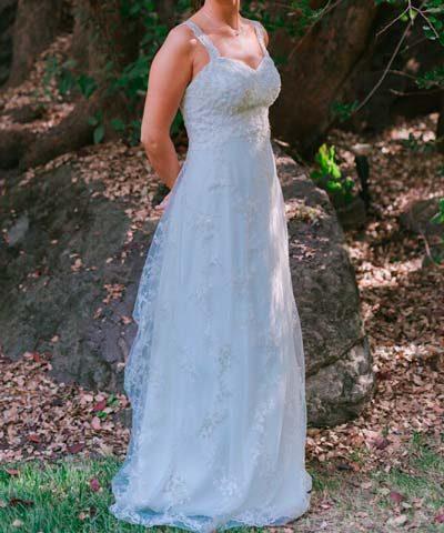 Vestido de novia usado con escote de corazon, top ajustado y caída recta