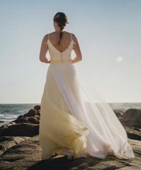 Vestido de novia usado con detalles de color amarillo
