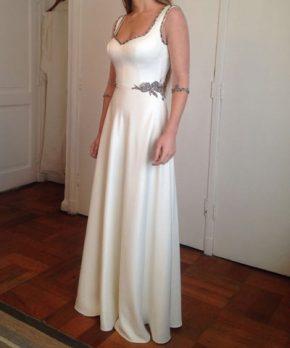 Vestido a la venta de novia bordado a mano hecho por Francisca Larraín