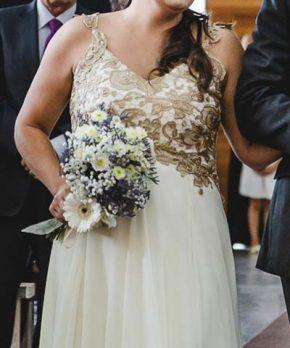 Vestido de novia a la venta con macramé dorado marca Blanco Crudo