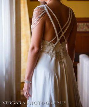 Vestido de novia de seda bordado a mano por Maria Luisa Vega