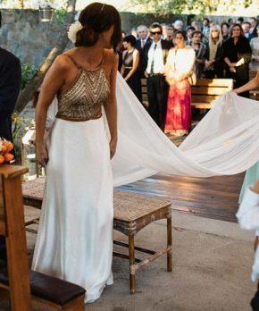 Vestido de novia de seda con bordados hecho por Blanco Crudo