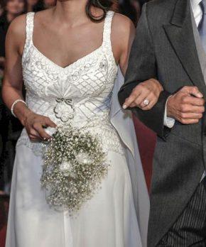 Vestido usado de novia con bordado y pedrería hecho por Francisca Larraín