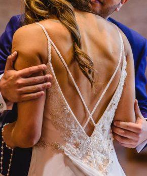 Vestid Maria Luisa Vega Novias de seda con pedrería bordada a mano