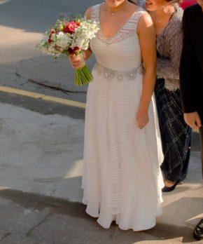 Novia con vestido a la venta marca AE Novias