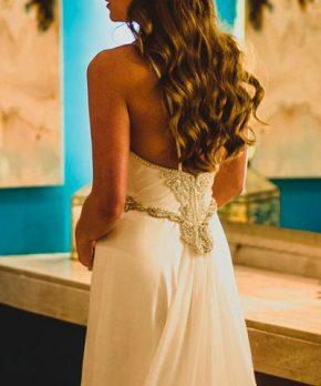 Vestido de novia de seda piel de durazno hecho por Camila Merino