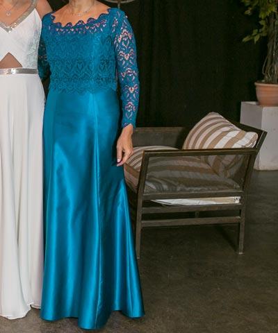 f10bbf5c49 En venta vestido de madrina hecho en Chile de raso y encaje azul ...