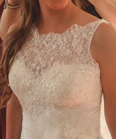 Vestido de novia de encaje marca Rosa Clará