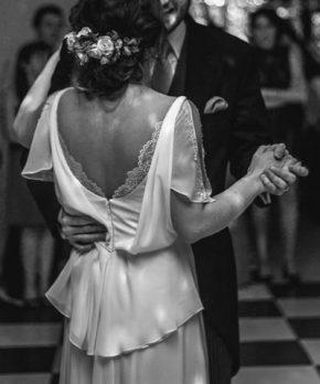 Vestido usado de novia de gasa y encaje diseñado por Francisca Larraín