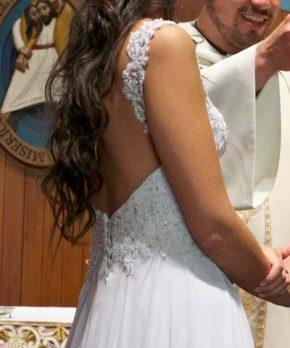 Vestido de novia de gasa con pedrería hecho por Hery Levi