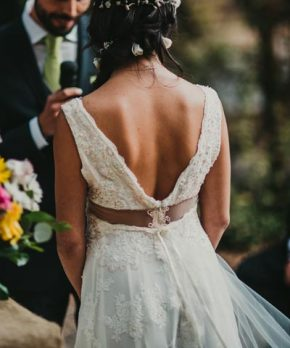 Vestido de novia con encaje y transparencias