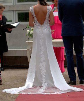 Vestido de novia de piel de durazno con transparencias