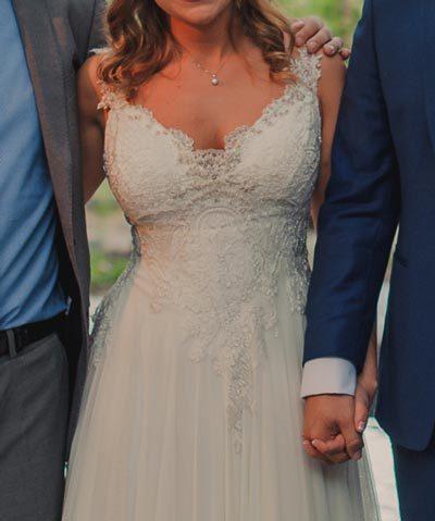 Vestido de novia de gasa y encaje hecho por María Velo