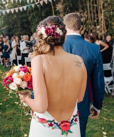 Vestido novia con flores bordadas